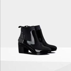 Hunter refined slim fit gloss mid heel boots